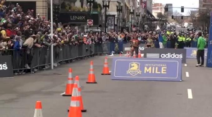 Anna Pierce, Marina Muncan and Treniere Moser throw down at 2011 Women's Boston Marathon BAA Road Mile Finish (Close finish)