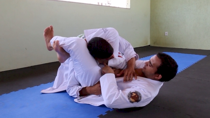 Marcio Andre Shows The No-Arm Triangle Choke