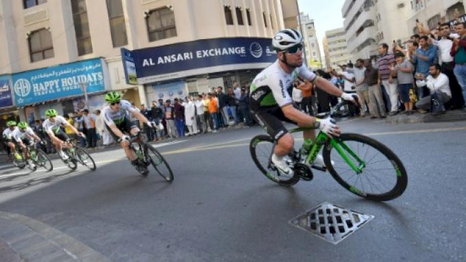 Mark Cavendish suffers concussion in Abu Dhabi Tour crash