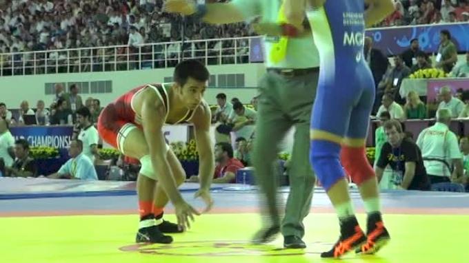 57kg Round 1 Tony Ramos (USA) vs. Erdenbat (MGL)